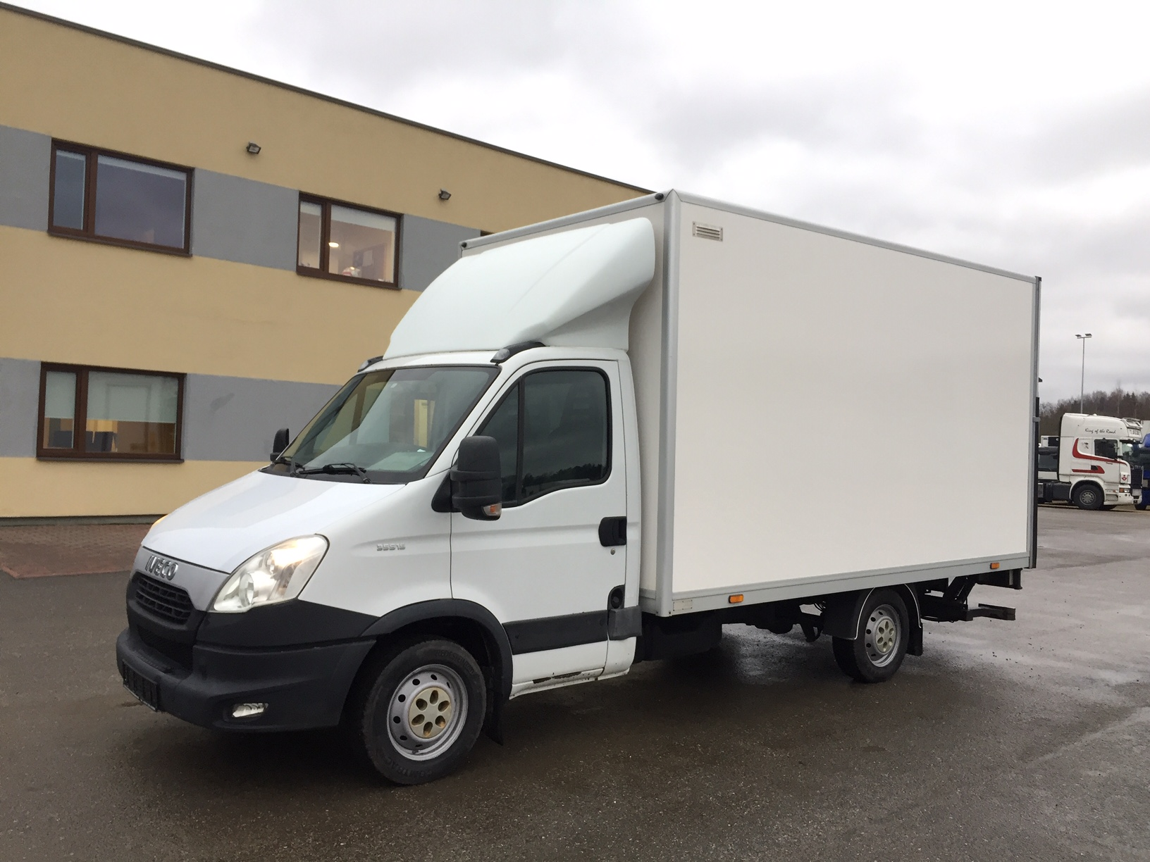 IVECO Daily 35S15+LIFT